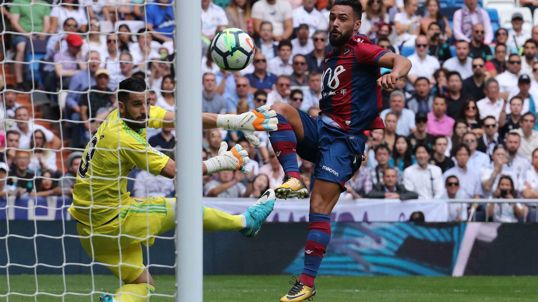 Momento en el que Ivi anota el 0-1 | Real Madrid 1-1 Levante